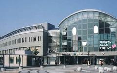JR四国、高松駅に「SMILE STATION」のラッピング 画像