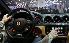 【ジュネーブモーターショー14】フェラーリ FF に Apple 社の CarPlay…世界初搭載 画像