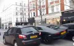 ランボルギーニ アヴェンタドール、英ロンドンで事故…デミオに激突[動画] 画像