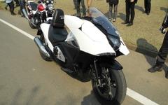 【ホンダ NM4-01 発表】「ゆっくりと走るバイク」、街中の走りに最適 画像