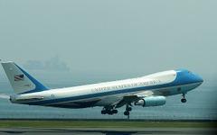 アメリカの大統領専用機 VC-25が羽田空港を離陸 [写真蔵] 画像