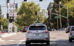 グーグルのロボットカー、市街地走行も可能に 画像