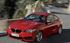BMW 2シリーズ の頂点「M235i」に4WD…0-100km/hは0.2秒短縮 画像