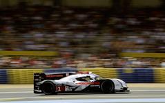 【ルマン24時間 2014】19時間経過、各クラスのトップに次々とトラブル発生…LMP1はアウディ1号車がリード 画像