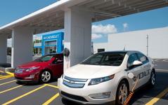 GMのPHV、シボレー ボルト…EVモードの累計走行距離が8億km超え 画像