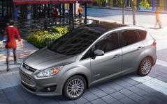 フォードのハイブリッドMPV、燃費訂正…市街地と複合モードはプリウスαを下回る 画像