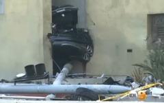 テスラ モデルS 盗難車、警察とカーチェイスの末に大事故…真っ二つに[動画] 画像