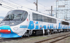 富士急、新型『フジサン特急』8000系を公開 画像