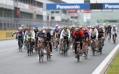 富士スピードウェイ 自転車走行会、途中停車の記念撮影もOK…8月24日 画像