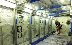 【宇宙博2014】若田さんになりきって「きぼう」の船内実験室へ…爆問太田も「夢のまた夢」と 画像