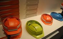 【オフィス防災EXPO14】DICのたためるヘルメット、9か月で2万個のヒット 画像