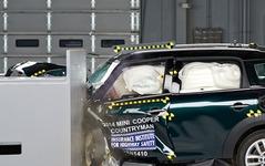 【IIHS衝突安全】MINI クロスオーバー、小型車で唯一の最高評価…スモールオーバーラップ衝突テスト 画像