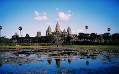 カンボジア、公共ソーラーバスを試験導入 画像