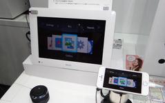 【CEATEC 14】デンソーの「くるくるピ」…スマホのハンズフリー操作を応援するリモコン 画像