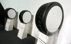 【東京オートサロン06】北米で人気の「NITTO」タイヤが上陸 画像