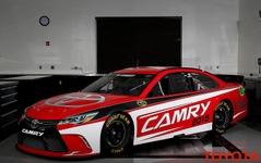 トヨタ カムリ、NASCAR レーサーが表情一新…市販車のイメージ反映 画像