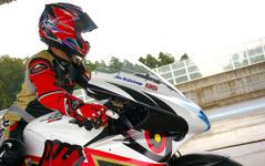 無限がなぜ「電動二輪」でマン島TTに挑戦するのか 画像