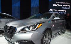 【デトロイトモーターショー15】ヒュンダイ ソナタ 新型に PHV、EVモードは35km…中型セダン最長 画像