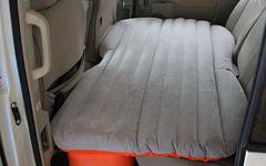 ビーズ、後部座席がフラットなベッドになるマットを発売…セダンでも快適車中泊 画像