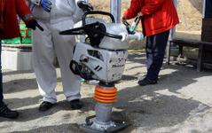 【ホンダの汎用エンジン】工事現場で地面を固めるあの機械、操作にコツはいるのか 画像