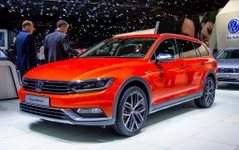 【ジュネーブモーターショー15】VW パサート オールトラック…SUVテイストの専用デザイン[詳細画像] 画像