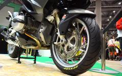 """【東京モーターサイクルショー15】""""疲れ""""に注目した新タイヤ、ダンロップ ロードスマート3 画像"""