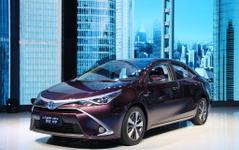 【上海モーターショー15】トヨタ レビン にハイブリッド、中国向け新HVセダン初公開 画像