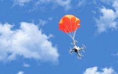 ドローンの落下をパラシュートでサポート「SmartChutes」 画像