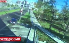日産 GT-R、電柱をなぎ倒す瞬間…ロシアのサッカー選手が事故[動画] 画像