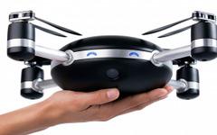空中に投げると自動追尾飛行するドローン「リリー・カメラ」 画像