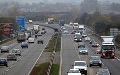 英国政府、高速道路でEVのワイヤレス充電実験へ 画像