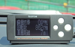 【テクトム FCM-NX1】回転数、アクセル開度、燃費、消費電力…OBD車載モニターでディープなデータに萌える[写真蔵] 画像