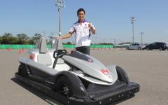 「ゴーカートでサーキット走れるのは鈴鹿だけ」佐藤琢磨、EVカートを披露 画像