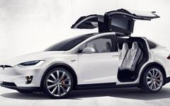 テスラ モデルX、市販版を発表…0-96km/h加速3.2秒の俊足SUV 画像