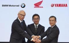 【ITS世界会議15】ホンダ・ヤマハ・BMW、二輪車ITS車載機開発で世界初の「共同事業体」創設へ 画像