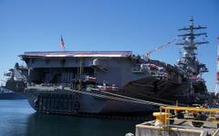 アメリカ海軍、横須賀に配備されたばかりの空母ロナルド・レーガンを公開[写真蔵] 画像