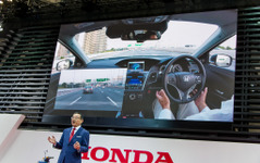 【東京モーターショー 15】ホンダ八郷社長「20年めど高速道路で自動運転実用化を目指す」 画像