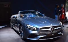 【ロサンゼルスモーターショー15】メルセデス SL に改良新型、AMG GT 風の表情に進化 画像