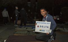 ホームレスの子供を無くすために…デルタ航空幹部が路上で一夜を過ごす 画像