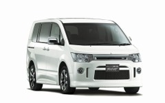 三菱、デリカD:5 を一部改良…冬の特別仕様車も同時発売 画像