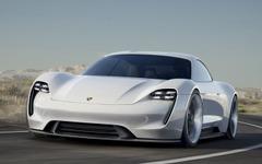 ポルシェ、新型スポーツカーでEV市場に参入 画像