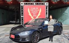 【カーオブザイヤー15】テスラ モデルS P85D がイノベーション部門を受賞 画像