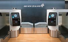 ニュージーランド航空、オークランド空港に生体認証技術採用の手荷物カウンターを導入 画像