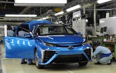 【新聞ウォッチ】燃料電池車 MIRAI 発売1年、納車は「忍」の一字 画像