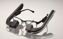メガネスーパー、眼鏡型ウェアラブル端末「b.g.」発表…眼への負担を設計で考慮 画像