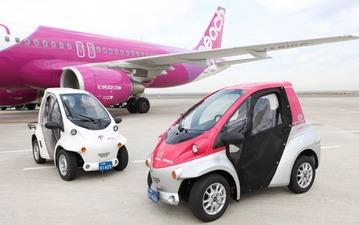 ピーチ、関西空港内の作業に超小型EV「コムス」デモ試験運用 画像