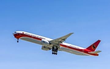 ボーイング、TAAGアンゴラ航空に777-300ERを納入 画像