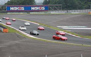 オーナーズイベントにフェラーリ、ランボルギーニ200台以上が集結…富士スピードウェイ 画像