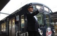 西武田辺監督、所沢の一日駅長に就任…二代目「L-train」の発車合図 画像