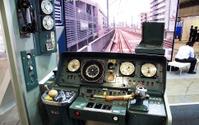 【駅と空港の設備機器展】103系運転台で軽量ホームドアを体験、ハンズフリー改札も…日本信号 画像